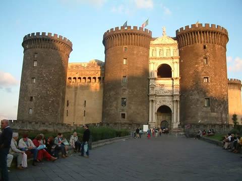 neapol castel nuovo Nápoles, belleza al sur de Italia