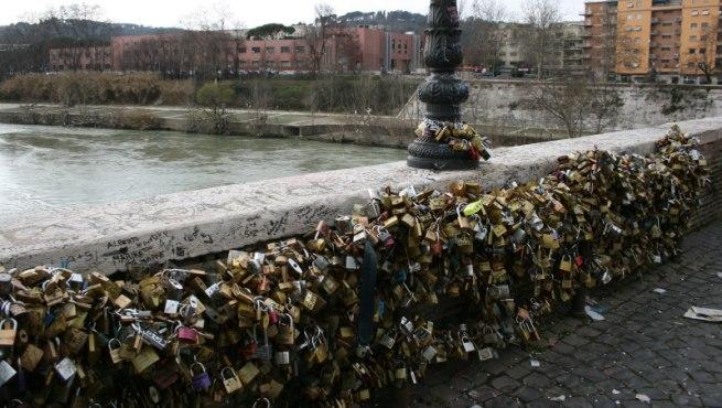 El Puente Milvio En Roma El Primero Con Candados Del Amor
