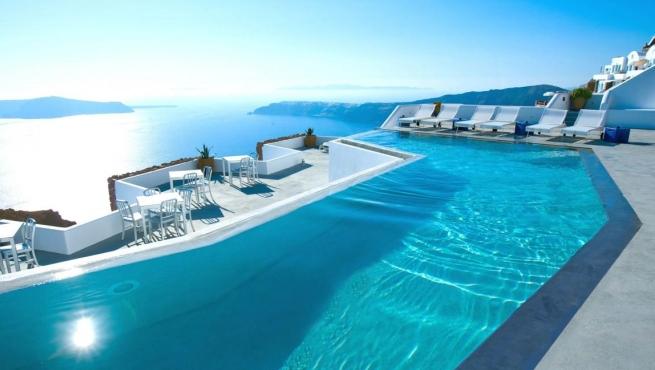 está en oia en grecia el punto más occidental de la isla de ...