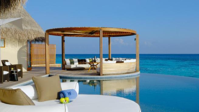 Los hoteles con las piscinas m s espectaculares del mundo for Hoteles con piscinas naturales
