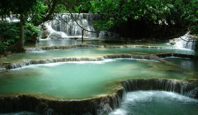 Las piscinas naturales de tat kuang si en laos for Hoteles con piscinas naturales