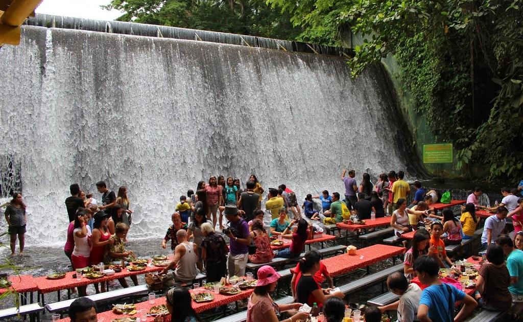 Villa Escudero cascada