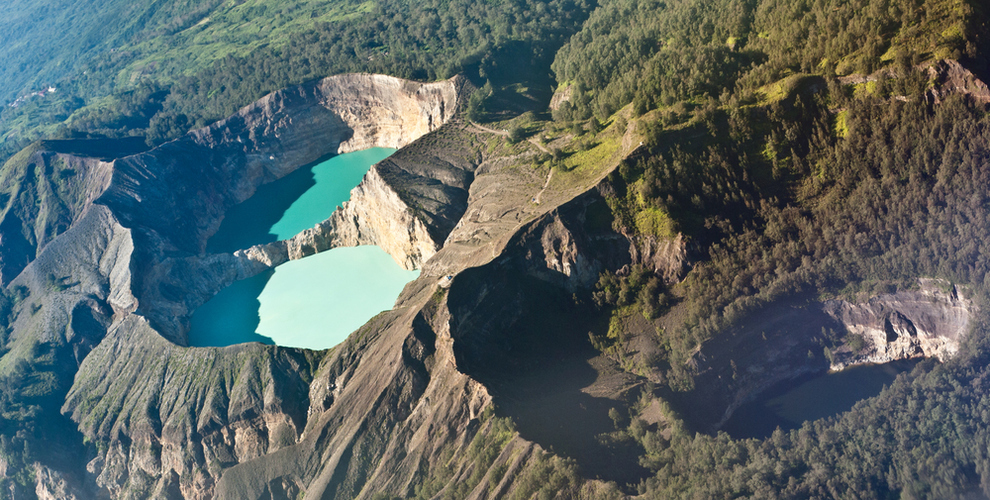 crater kelimutu indonesia