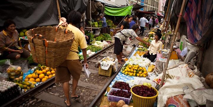 Mercado surrealista Tailandia