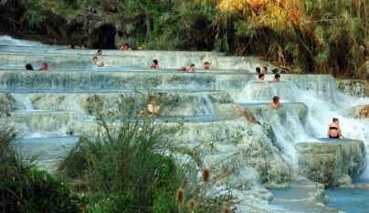 Las hermosas termas naturales de saturnia en italia for Aguas termales naturales madrid
