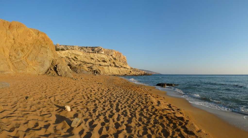 Playa Roja Matala