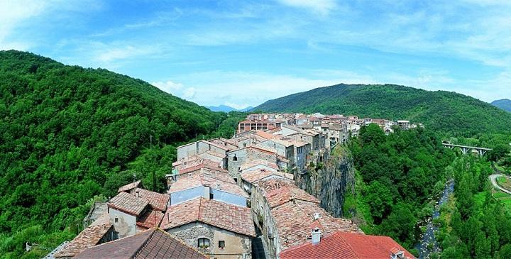 Castellfollit de la Roca Catalunya2