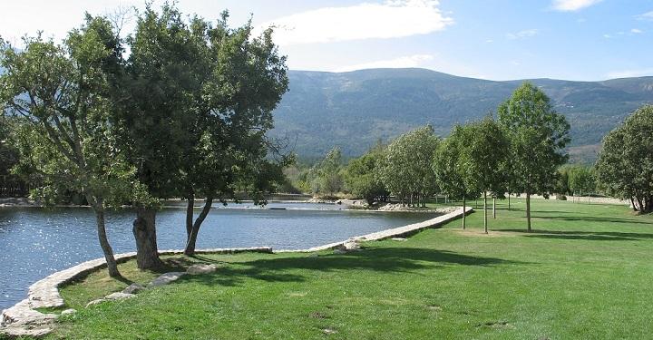 Las piscinas naturales las presillas de madrid for Piscinas naturales de las dehesas