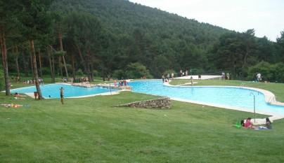 Las piscinas naturales las presillas de madrid for Piscinas naturales cerca de madrid