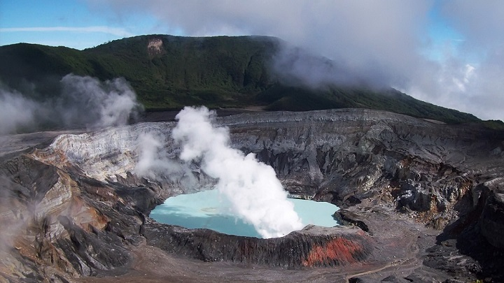 Parque Nacional Volcan Poas Costa Rica2