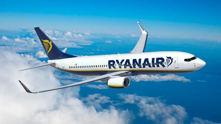 Ryanair-avion-volando