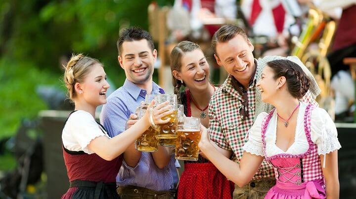 alemanes-brindando