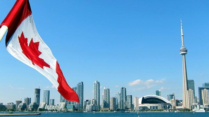 bandera-de-Canada-Toronto-de-fondo