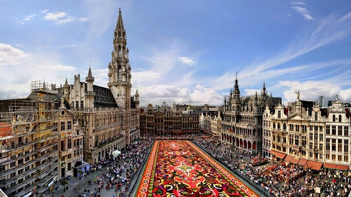 Bruselas-plaza-llena