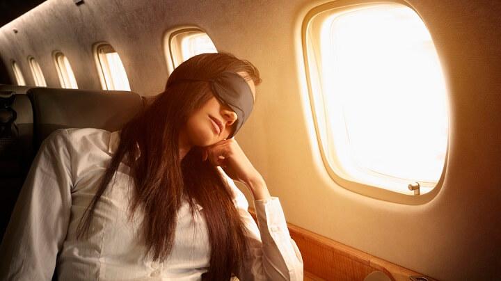 mujer-durmiendo-avion