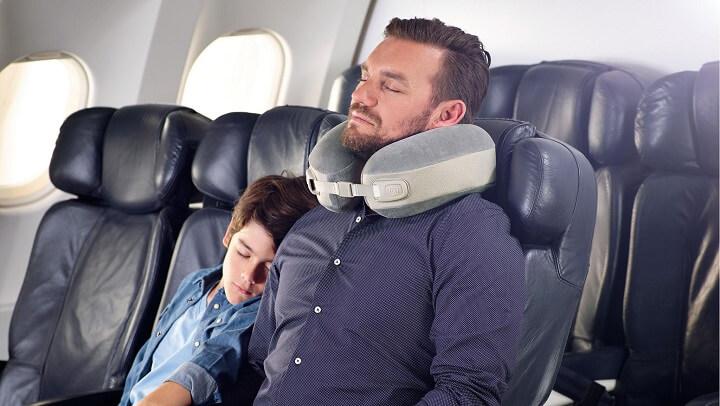 padre-e-hijo-durmiendo-en-el-avion
