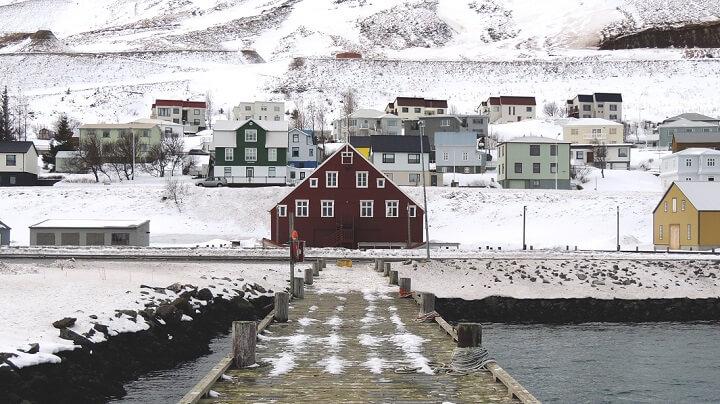 Islandia-pueblo-nevado
