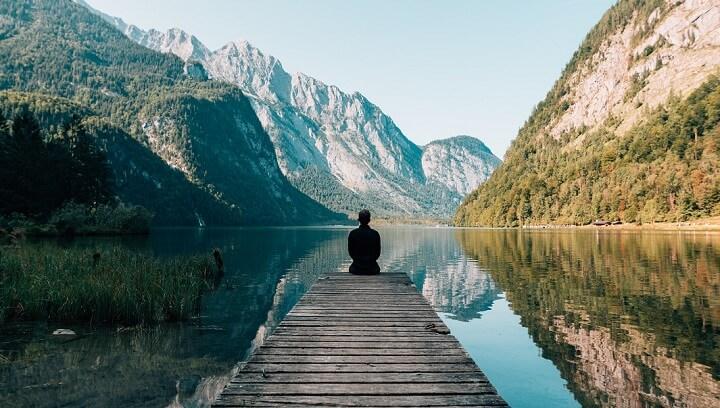 lago-entre-montanas