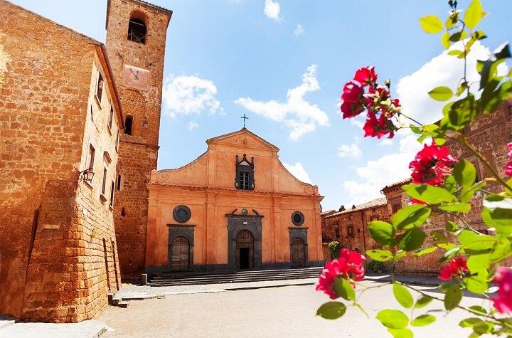 Civita-di-Bagnoregio-plaza-principal