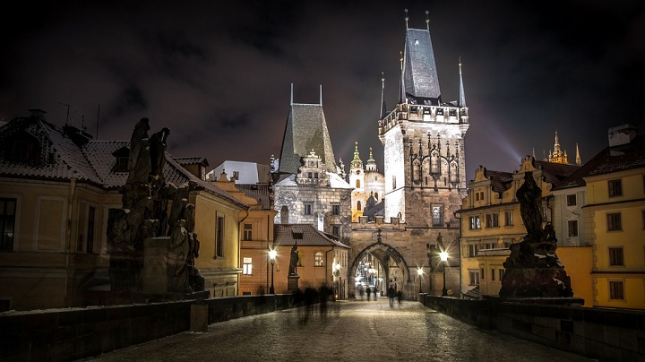 Praga-de-noche