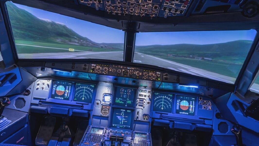 Cómo los simuladores de vuelo RV ayudan a la formación de pilotos